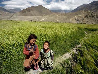 nepal_mustang_girls_12054_300