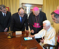"Thaddeus ""TJ"" Jones '89 helps Pope Benedict XVI issue the first Papal tweet"